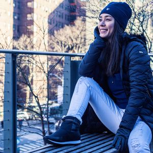 bota-feminina-em-nylon-preto-impermeavel-para-o-frio.JPG