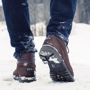caminhando-com-bota-discover-fiero-na-neve