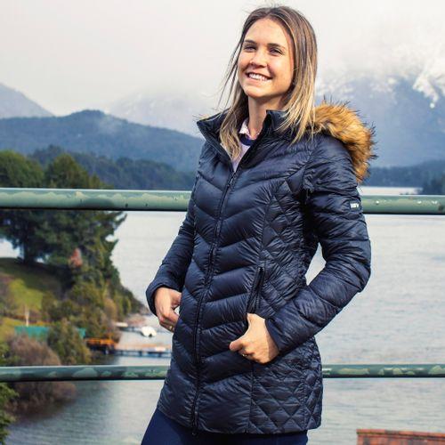casaco-gomos-longo-preto-para-o-frio
