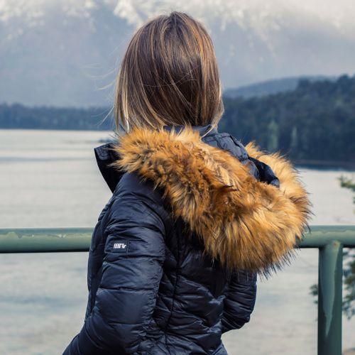 casaco-longo-preto-courchevel-fiero-com-capuz-de-pelos