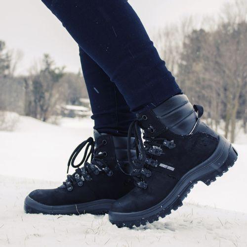 bota-impermeavel-feminina-preta-para-usar-na-neve
