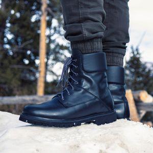 bota-preta-para-neve-em-couro-preto-ideal-para-o-inverno