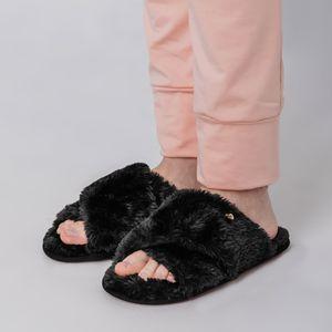 chinelo-preto-fiero-furry-para-o-inverno