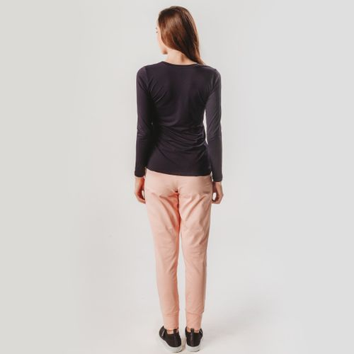 camiseta-preta-feminina-manga-longa