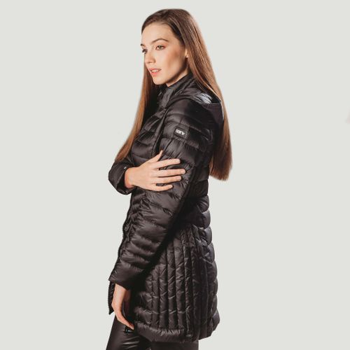 casaco-preto-longo-de-pluma