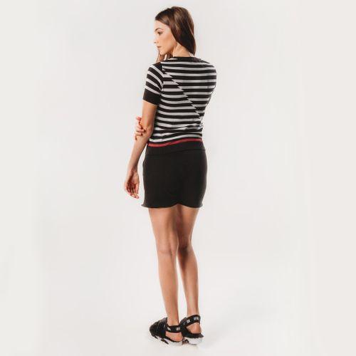 como-usar-blusa-em-trico-manga-curta-listrada