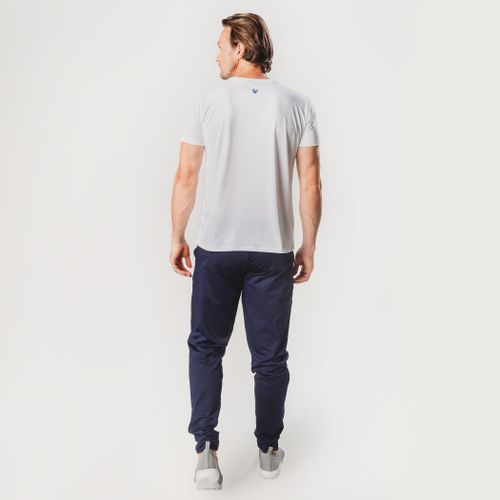 look-com-camiseta-masculina-branca