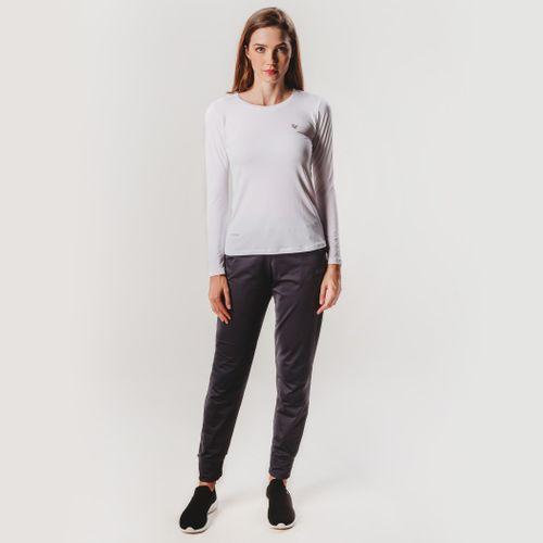 look-com-camiseta-dry-feminina-branca-manga-longa