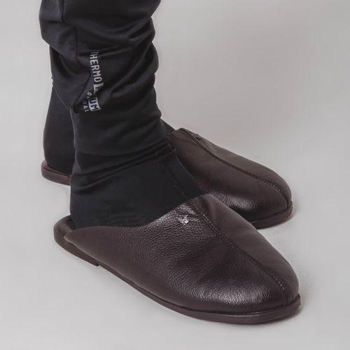 pantufa-em-couro-preta-com-look