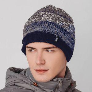 touca-cinza-e-azul-marinho-forrada-em-trico-para-o-frio-extremo